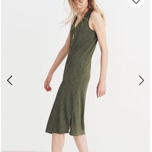 Madewell Dresses - Madewell V Neck Jersey Midi Dress in Forest Green